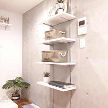 こちらはシューズクローク。写真のようにストレージボックスを置くのも良いですね。 ※家具は見本です。