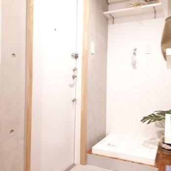 玄関スペースは標準的なサイズ感。※家具は見本です。