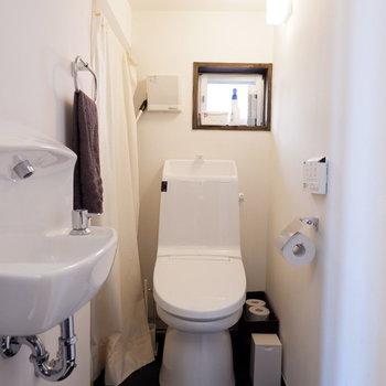 各トイレ手洗い場がついています。