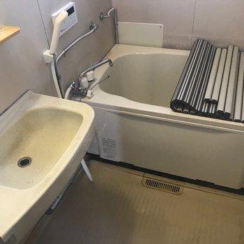 浴槽も新しく交換されています※クリーニング前