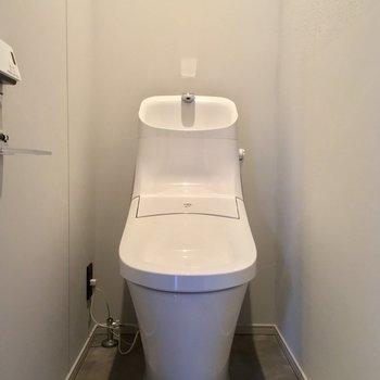 トイレもモチ、個室です!