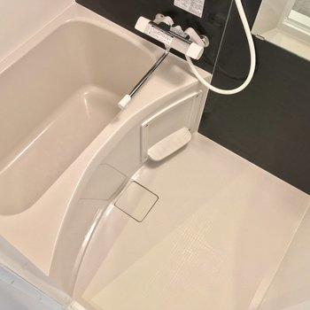バスルームはひとり暮らしのコンパクトサイズ