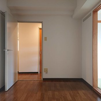 【洋室5帖】廊下へつながります