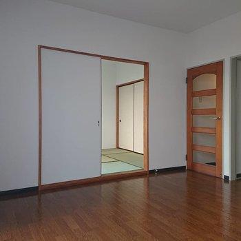 【LDK】こちらは和室へつながります