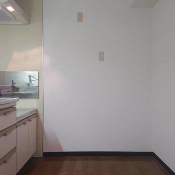 冷蔵庫置けるスペースもきちんと。