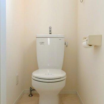 トイレにも窓がありましたよ◯