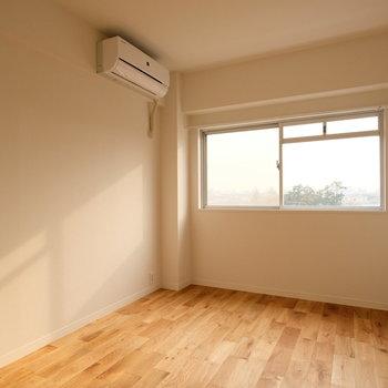 リビング横の居室はこちら。日差しが入り込んで気持ちがいい。
