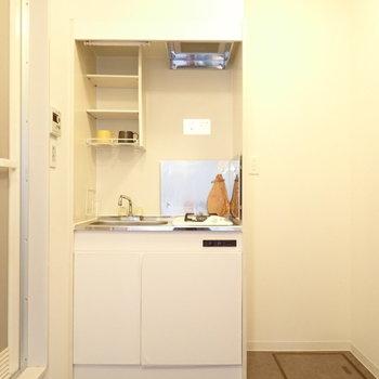 キッチン横には冷蔵庫置き場がしっかりありますよ〜
