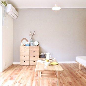 アクセントクロスもお部屋の雰囲気にマッチしてますね◎ ※家具はモデルルーム仕様