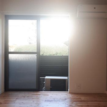 東向きの窓からは心地いい風通しが*