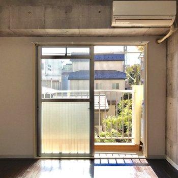 こちらがお部屋。陽のある自分の空間が作れます