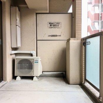 バルコニーはワイドサイズで洗濯物もゆったり干せます。(※写真の家具や小物は見本です)