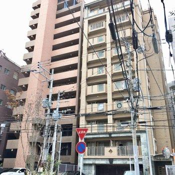 駅チカですが、周りは静かで落ち着いた街。10階建ての8階です!