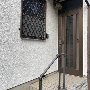 こちらは、洋室側の玄関。