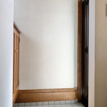 1階洋室側の玄関です。