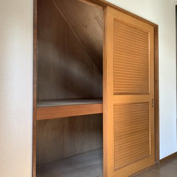 【洋室6帖】整理整頓がしやすいように、カゴなどで、荷物を分けて置いても良いですね。