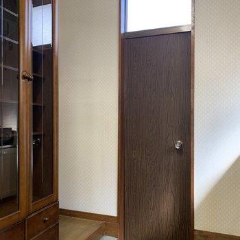 キッチン側の玄関です。