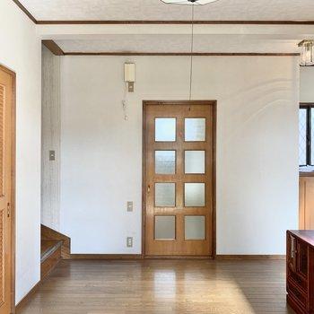 【洋室6帖】格子のドアが可愛い。
