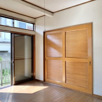【洋室6帖】収納扉が、個性的。