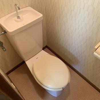 薄ピンクなトイレ。