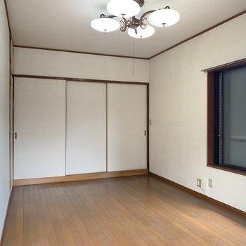 【洋室7.5帖】まずは2階からご紹介。ナチュラルな内装です。