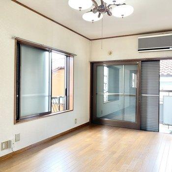 【洋室7.5帖】こちらのお部屋は2面採光。