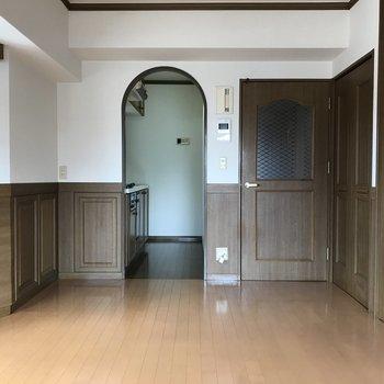 扉もデザインが統一されています。