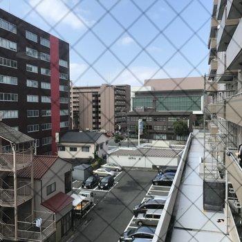 窓からは国際会議場が見えますよ。