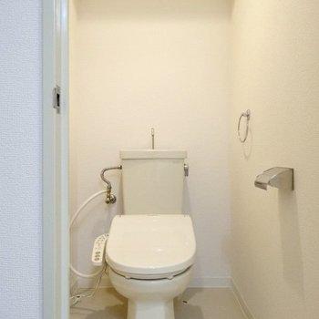 トイレは上部収納もありますよー!