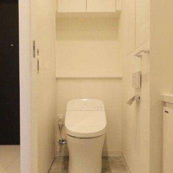 トイレもここに。※写真は14階同間取り別部屋のものです