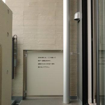 洗濯物を干すのには、十分なサイズですね。※写真は14階同間取り別部屋のものです