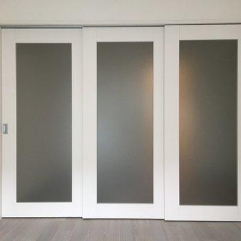 ドアも存在感があります。※写真は3階同間取り別部屋のものです