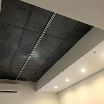 天井が高いおかげでカフェのような開放的な雰囲気になっています。