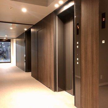 駐輪場はエレベーターホールの反対側に。