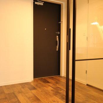 フラット玄関なので玄関マットがあると良さそう。