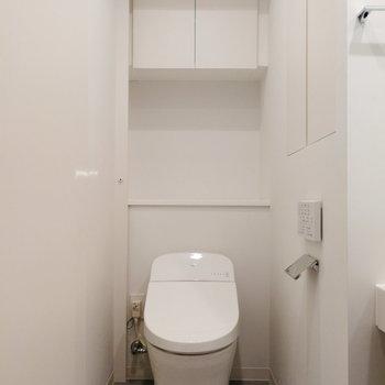 隣にトイレがあります!