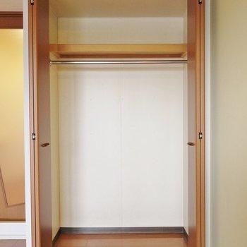収納も十分に。※写真は8階の同間取り別部屋です