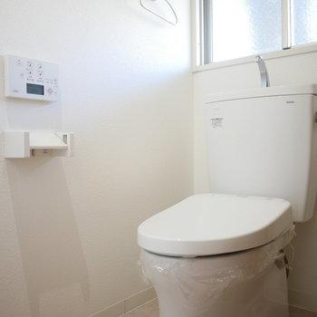 トイレは窓があって明るくいい印象
