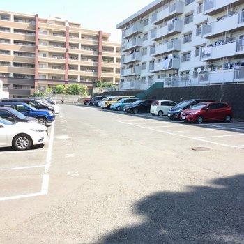 マンションの前が駐車場でした。