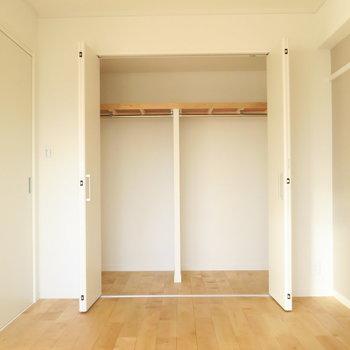 寝室】押し入れだった収納は大きなクローゼットに!