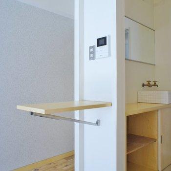 収納式テーブル