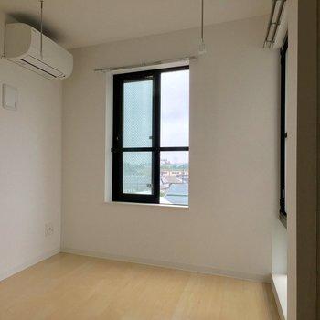 きれいなお部屋ですね。※写真は5階同間取り別部屋のものです