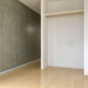 キッチンの方に行ってみましょう。※写真は5階同間取り別部屋のものです