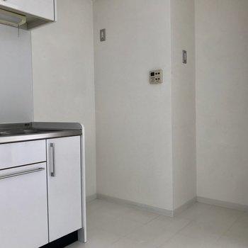 【LDK】キッチンそばのこのゆったりスペース嬉しい!※写真は通電前のものです。