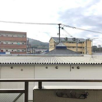 眺望はお隣さんの屋根です。