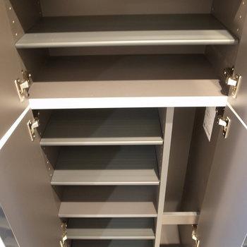 こちら靴箱収納です※写真は2階の似た間取り別部屋のものです。