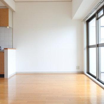 1人暮らしにはちょうどいいダイニング。(※写真は9階の同間取り別部屋のものです)