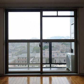 周りに遮るものもなく、光がしっかりと入ってきます。(※写真は9階の同間取り別部屋のものです)