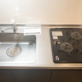 調理台を置けば自炊もしやすそう◎(※写真は4階の同間取り別部屋のものです)