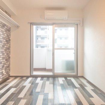 壁と床が特徴的!(※写真は4階の同間取り別部屋のものです)